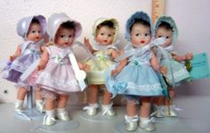 """8"""" MADAME ALEXANDER 5 DOLL SET DION QUINTUPLETS REPRO ON DISPLAY BEHIND GLASS"""