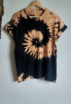 61 trendy Ideas for diy clothes grunge tye dye - TiedİE Diy Tie Dye Shirts, Bleach Shirts, Diy Shirt, Diy Tank, Tye And Dye, How To Tie Dye, Grunge Fashion, Diy Fashion, Ideias Fashion