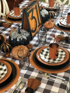 Halloween Tablescape – October Best Picture For kids halloween books For Your Taste You are loo Table Halloween, Halloween Table Settings, Halloween Table Decorations, Fall Table Settings, Halloween Dinner, Halloween Home Decor, Halloween House, Holidays Halloween, Vintage Halloween