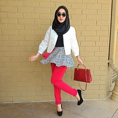 a mini flare skirt and a carrot pants Modest Fashion, Hijab Fashion, Love Fashion, Flared Mini Skirt, Mini Skirts, Hijab Collection, Hijab Look, Modern Hijab, Scarf Design