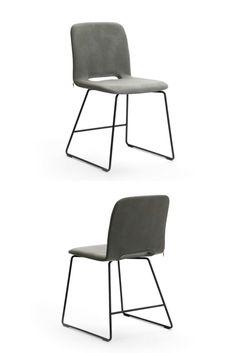 Chaise bicolore PAMP à piétement métallique.
