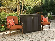 Accommodate a variety of items such as grill accessories, chair cushions, pool supplies and garden tools with Rubbermaid Bridgeport Resin Patio Cabinet. Patio Storage Bench, Outdoor Storage, Pool Storage, Modern Outdoor Furniture, Outdoor Decor, Industrial Furniture, Rustic Furniture, Furniture Ideas, Outdoor Living