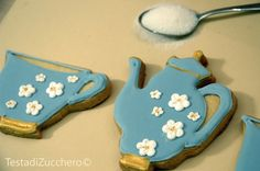 Cookie decorated with royal icing - Biscotti decorati con ghiaccia reale