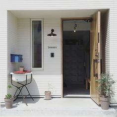 白い外壁/白い家/リクシル/アーバンストライプ/玄関/入り口/サイディング…などのインテリア実例 - 2016-09-05 13:04:50 | RoomClip(ルームクリップ)