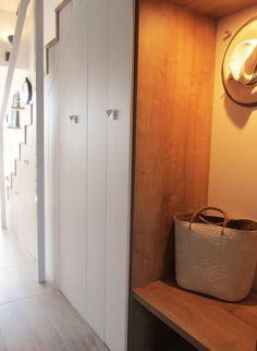 kuchenschranke hangen : Wie wir vorbei an der gespiegelten bewegen Schrank Bereich Holzbank ...