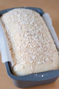 Homemade Honery Oat Bread ~ Sprinkle-with-Oats .EASY Soft Honey Oat Bread : the top is brushed w warm honey then sprinkled w rolled oats baked. Honey Oat Bread, Oatmeal Bread, Pan Comido, Bread Recipes, Cooking Recipes, Baked Oats, How To Make Bread, Bread Rolls, Sweet Bread