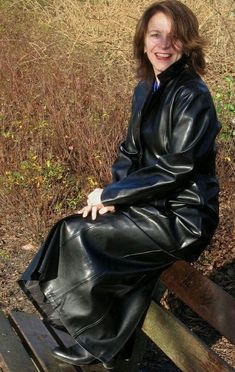 Long Leather Coat, Leather Jacket, Leather Trench Coat Woman, Trent Coat, Mode Latex, Rain Fashion, Country Wear, Leather Dresses, Winter Coats Women