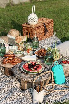 Picnic images, healthy picnic, breakfast picnic, picnic birthday, picnic in Picnic Date Food, Picnic Foods, Picnic Time, Picnic Ideas, Picnic Parties, Picnic Recipes, Backyard Picnic, Beach Picnic, Summer Picnic