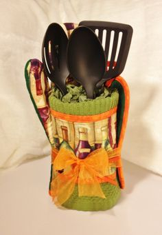 Housewarming Gift Set. HandMade Pot Holder Oven by LasmasCreations, $38.00