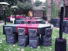 Cool idea for Halloween party-coffin shaped tables and tombstone chair covers Halloween Prop, Table Halloween, Moldes Halloween, Adornos Halloween, Halloween Dinner, Halloween Pictures, Outdoor Halloween, Halloween Party Decor, Holidays Halloween