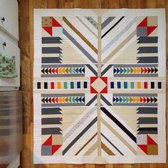 Idea for arrow quilt! Quilting Projects, Quilting Designs, Quilting Ideas, Arrow Quilt, Southwestern Quilts, Quilt Modernen, Indian Quilt, Geometric Quilt, Scrappy Quilts