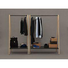Toj klädhängare från Normann Copenhagen, formgiven av Simon Legald. Toj är en klädhängare med ett industriellt och enkelt uttryck med rena och…