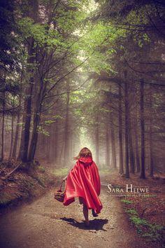 Red Riding hood - III by sara-hel.deviantart.com