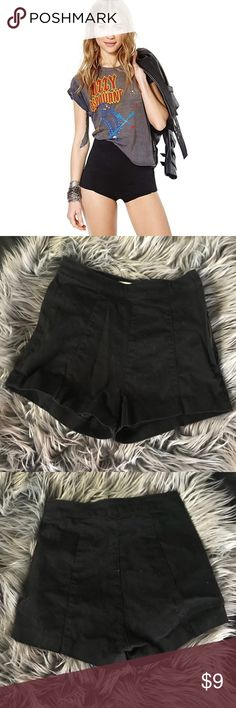 ☠️ Ladies High Rise Black Shorts Perfect condition, comfortable trendy retro style shorts. 98% cotton and 2% elastic. Zipper on the side of shorts. Offers welcome but no trades. H&M Shorts
