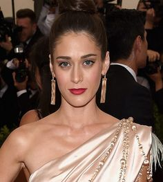 Lizzy Caplan wears earrings by Jack Vartanian to the 2015 Met Gala