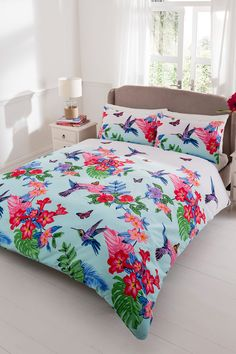 Buy the Double Hummingbird Duvet Set From K Life. Your online shop for K-LifeBedroom - FREE DELIVERY on orders over £50.
