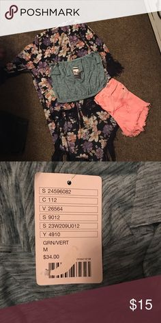 NWT teal crop top Bought but never worn! Goes perfect with high waisted shorts and a kimono :) Everything pictured is for sale :) make a bundle and save! Tops Crop Tops