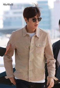Lee Min Ho going to Malaysia for KyoChon Chicken event, 20160324.