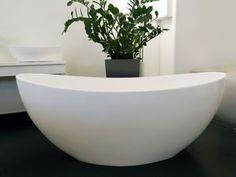 """Novara - Mineralguss-Badewanne - freistehend Die freistehende Badewanne Novara Das Modell """"Novara"""" ist perfekt dafür gemacht, in der Mitte des Raumes seine Individualität zu versprühen: Denn als freistehender Solitär entfaltet sich die Wirkung dieser ungewöhnlichen Form am besten. Zeitlos und zeitgemäß zugleich beflügelt die Formensprache dieser Badewanne jedes Badezimmer. #Novara #Mineralguss #Badewanne #Badezimmer #bath #bathtub #bathroom #bathtime"""