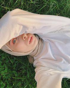 Image may contain: one or more people, grass, outdoor and nature Hijabi Girl, Girl Hijab, Iranian Women Fashion, Muslim Fashion, Stylish Hijab, Street Hijab Fashion, Fashion Photography Poses, Girls Selfies, Muslim Girls