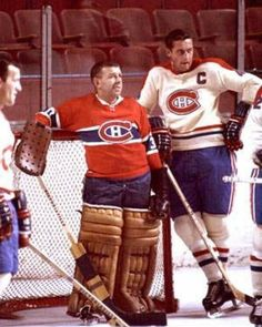 Gump Worsley et Jean Béliveau. Hockey Goalie, Hockey Teams, Ice Hockey, Montreal Hockey, Of Montreal, Montreal Canadiens, Canada Hockey, Boston Bruins Hockey, Goalie Mask