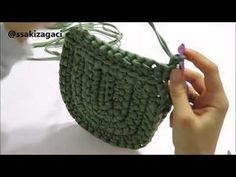 """New Cheap Bags. The location where building and construction meets style, beaded crochet is the act of using beads to decorate crocheted products. """"Crochet"""" is derived fro Mobiles En Crochet, Crochet Mobile, Diy Bags Purses, Diy Purse, Crochet Shell Stitch, Bead Crochet, Crochet Handbags, Crochet Purses, Crochet Designs"""