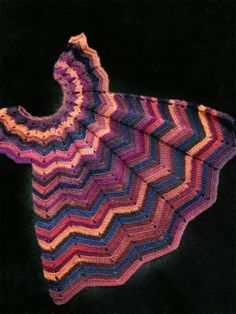 Mode d& robe rose au crochet des années - Häkeln Kleidung - Baby Knitting Patterns, Sewing Patterns For Kids, Clothing Patterns, Dress Patterns, Crochet Patterns, How To Start Knitting, Knitting For Beginners, Robe Zigzag, Vêtements Goth Pastel