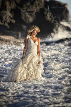 Bonita fotografia de #boda en la playa de #Granada @xpression_int @Jose Luis Guardia Vazquez http://www.xpressioninternational.com