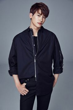 Park Hyung Sik with his new agency UAA (home of Song Hye Kyo & Yoo Ah In)