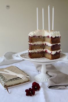 Tarta de cumpleaños con canela y nuez moscada. To be Gourmet | Gastronomía, recetas de cocina y restaurantes.