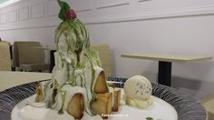Kakigori or Matcha Tommi Toast - a must try! Food Items, Matcha, Delicious Desserts, Restaurants, Toast, Restaurant