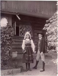 A vintage photo of a young couple in traditional Swedish dress.