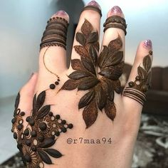 Stylish Thick Henna Flower Designs for Hands 2019