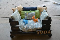 dog bed made from pallet or you could make it a couch for kids