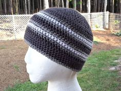 Stay Strong - free crochet beanie / chemo hat pattern by ELK Studio. I like the stripes on this one. Crochet Adult Hat, Crochet Men, Bonnet Crochet, Crochet Beanie Pattern, Crochet Crafts, Crochet Projects, Free Crochet, Crochet Patterns, Hat Patterns