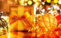 Download wallpapers New Year, golden Christmas ball, gift, Christmas, yellow lights