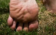 Qui penserait que renforcer ses pieds permettrait de progresser en course à pied ? Et pourtant ! Voici 5 exercices à réaliser régulièrement.