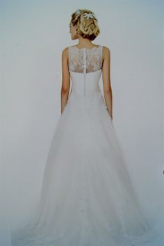 A-line brudekjole med langt slæb
