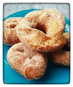 Orange Donuts (Pastry Secrets) - Good and cold days! In Miraflores we already have snow for everyone! Donut Recipes, Mexican Food Recipes, Sweet Recipes, Dessert Recipes, Cooking Recipes, Spanish Desserts, Spanish Dishes, Beignets, Donuts