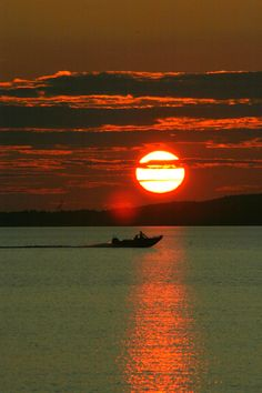 Lake Nipissing, North Bay, Ontario, Canada Beautiful Sites, Beautiful Sunset, Beautiful World, Ontario, Wonderful Places, Beautiful Places, My Sun And Stars, Moon Photography, Countries Of The World