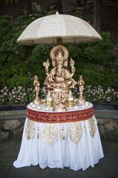 New York Weddings - Indian-American Nuptials Indian Fusion Wedding, Traditional Indian Wedding, Big Fat Indian Wedding, India Wedding, Desi Wedding, Wedding Bride, Wedding Ideas, Summer Wedding, Wedding Ceremony