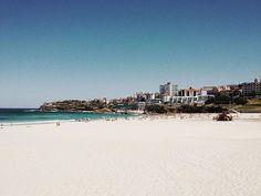 Bondi Beach on a Sunday (off season) . #mrtravelalotgoesSydney #mrtravelalot #sydney #newsouthwales #australia #tb #trowback #instatravel #igtravel #travelblogger #travelgram #travel #traveler #tourism #wanderlust #travelphotography #photography #instaaustralia #australiagram #bondi #bondibeach #beach #waves #view #sunday #sundayz #off #offseason