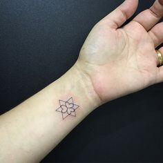 #tattoo #alvorada #alvoradatattoo #espacoalvorada #jessicapaixao #jesspaixaotattoo Um tantão de amor numa tattoo tão minimalista... ❤️