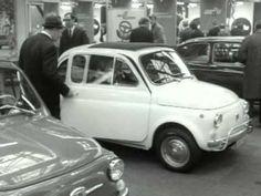 De 64ste Auto-Rai in de RAI te Amsterdam, met o.a. de Citroën GS, een experimentele Vauxhall Viva, een Rolls-Royce, een Fiat 500, modellen van maanwagens van DAF, een Simca-buggy van Bertone en verder demontabele hoofdsteunen en koplampen met ruitenwissers.