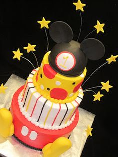 mickey mouse cake...love the stars :)