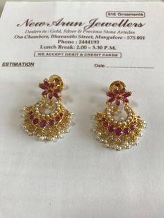 Gold Jhumka Earrings, Gold Earrings Designs, Gold Jewellery Design, Traditional Earrings, India Jewelry, Jewelry Patterns, Gold Jewelry Simple, Ear Rings, Jewels
