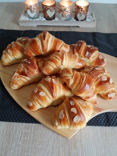 Croissante pufoase. – Lorelley.blog Cookie Desserts, Fun Desserts, Cookie Recipes, Dessert Recipes, Croissant, Baby Food Recipes, Baking Recipes, Churros, Puff Pastry Recipes
