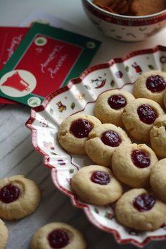 Söpön vanhanaikaiset vadelmahillokeksit - Lunni leipoo Baking Recipes, Muffins, Bakery, Sweets, Cookies, Breakfast, Desserts, Food, Drinks