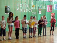 Czym oddychamy? Można powiedzieć po prostu, że powietrzem, ale uczniowie pani Katarzyny Osowskiej ze Szkoły Podstawowej w Samborcu postanowili dowiedzieć się, co dokładnie w tym powietrzu jest. Efekty swoich badań przedstawili podczas szkolnego Festiwalu 2.0. http://szkolazklasa2012.ceo.nq.pl/dokument_widok?id=9642