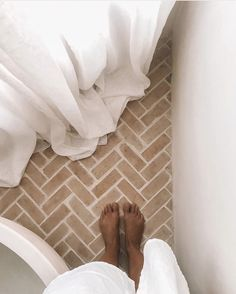 Form a line, you're soon to have a love affair with this Newrybar beauty. Brick Bathroom, Bathroom Flooring, Master Bathroom, Dyi Bathroom, Remodel Bathroom, Terracotta Floor, Brick Flooring, Floors, Interior Stylist
